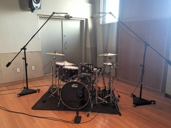 Four Microphone Configuration for Recording Drums (src: Sweetwater.com)